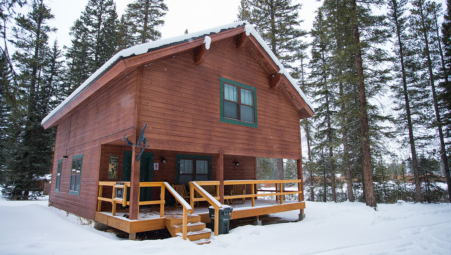 Silver willows cabins one mile outside yellowstone for Cabin yellowstone park